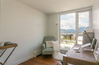 """Photo 10: 1807 188 KEEFER Street in Vancouver: Downtown VE Condo for sale in """"188 Keefer"""" (Vancouver East)  : MLS®# R2453086"""