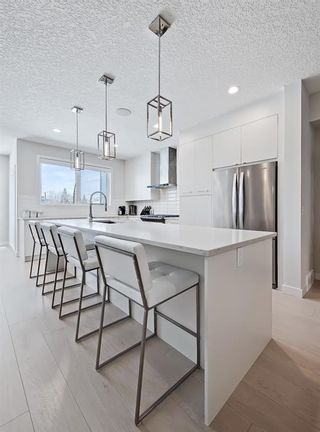 Photo 9: 84 17 Street NW in Calgary: Hillhurst Row/Townhouse for sale : MLS®# A1067122