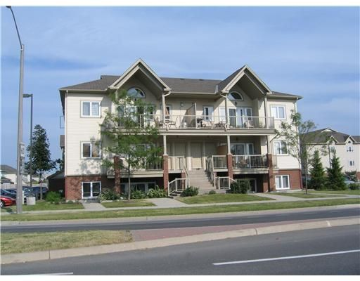 Main Photo: 175 Waterbridge Dr, Suite 1 in Nepean: Residential Attached for sale : MLS®# 761243
