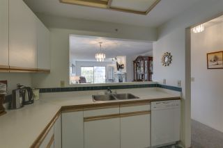 """Photo 5: 401 1050 BOWRON Court in North Vancouver: Roche Point Condo for sale in """"Parkway Terrace"""" : MLS®# R2415471"""