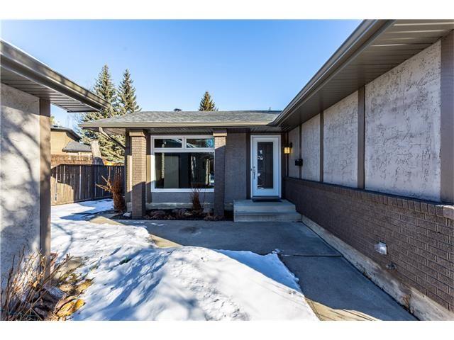 Photo 3: Photos: 36 OAKBURY Place SW in Calgary: Oakridge House for sale : MLS®# C4101941
