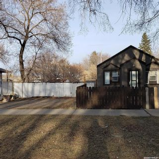 Photo 2: 112 N Avenue South in Saskatoon: Pleasant Hill Residential for sale : MLS®# SK849460