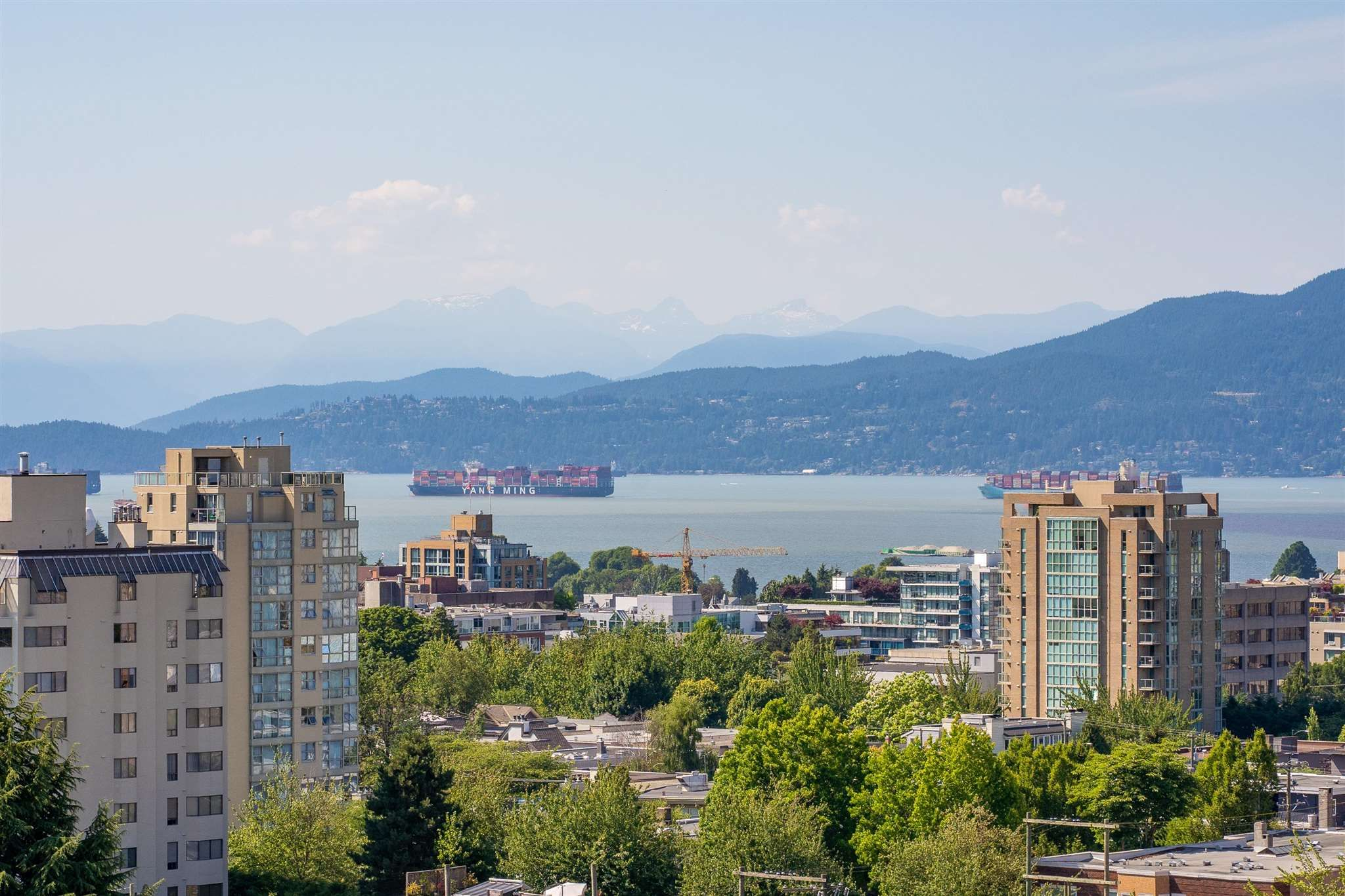 """Main Photo: 1102 1468 W 14TH Avenue in Vancouver: Fairview VW Condo for sale in """"AVEDON"""" (Vancouver West)  : MLS®# R2599703"""