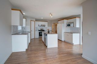 Photo 3: 160 DOUGLAS GLEN Mews SE in Calgary: Douglasdale/Glen Detached for sale : MLS®# A1034535