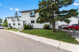 Main Photo: 102 4810 40 Avenue SW in Calgary: Glamorgan Row/Townhouse for sale : MLS®# A1136264