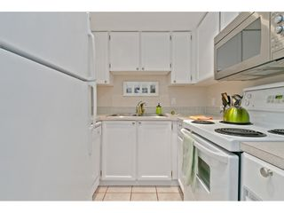 """Photo 8: 101 1341 GEORGE Street: White Rock Condo for sale in """"Oceanview"""" (South Surrey White Rock)  : MLS®# R2600581"""