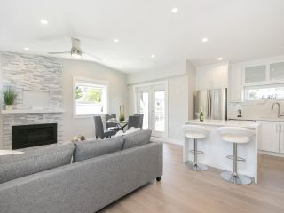 Photo 2: 949 E 20TH AVENUE in Vancouver: Fraser VE Townhouse for sale (Vancouver East)  : MLS®# R2288935
