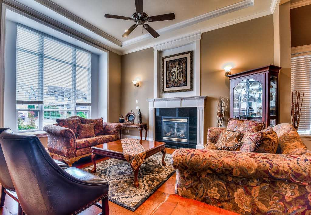 Photo 3: Photos: 15927 89A Avenue in Surrey: Fleetwood Tynehead House for sale : MLS®# R2228908