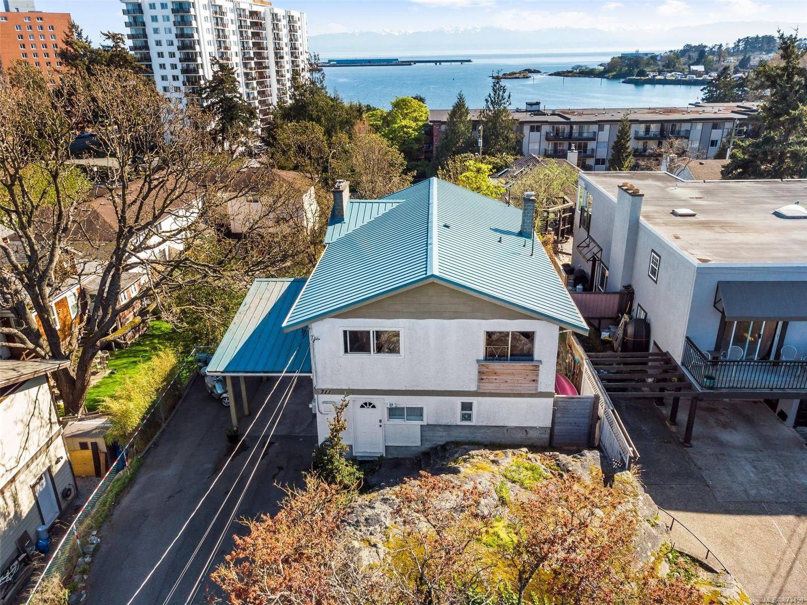 Main Photo: 711 Suffolk St in : VW Victoria West House for sale (Victoria West)  : MLS®# 873458