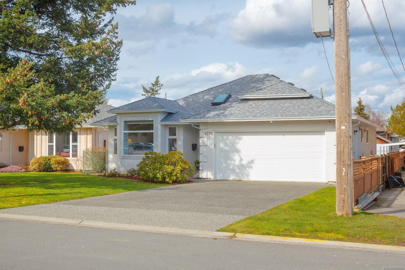 Main Photo: 2286 Mills Rd in : Si Sidney North-West House for sale (Sidney)  : MLS®# 866564