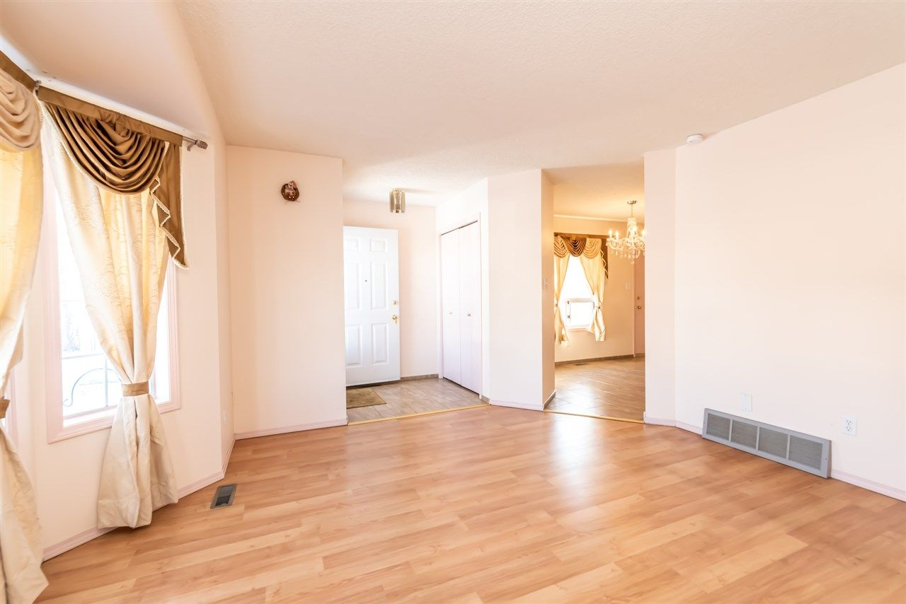 Main Photo: 187 Kirkwood Avenue in Edmonton: Zone 29 House for sale : MLS®# E4232860