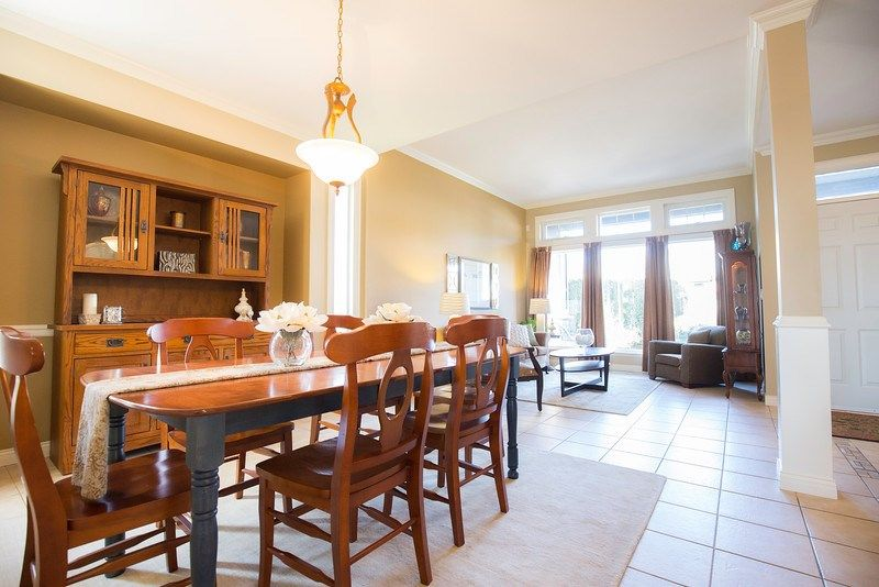 Photo 4: Photos: 15092 69 Avenue in Surrey: East Newton House for sale : MLS®# R2042798