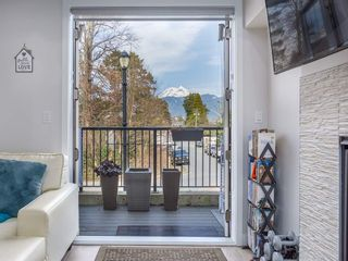 """Photo 2: 37 1188 MAIN Street in Squamish: Downtown SQ Townhouse for sale in """"Soleil at Coastal Village"""" : MLS®# R2550512"""