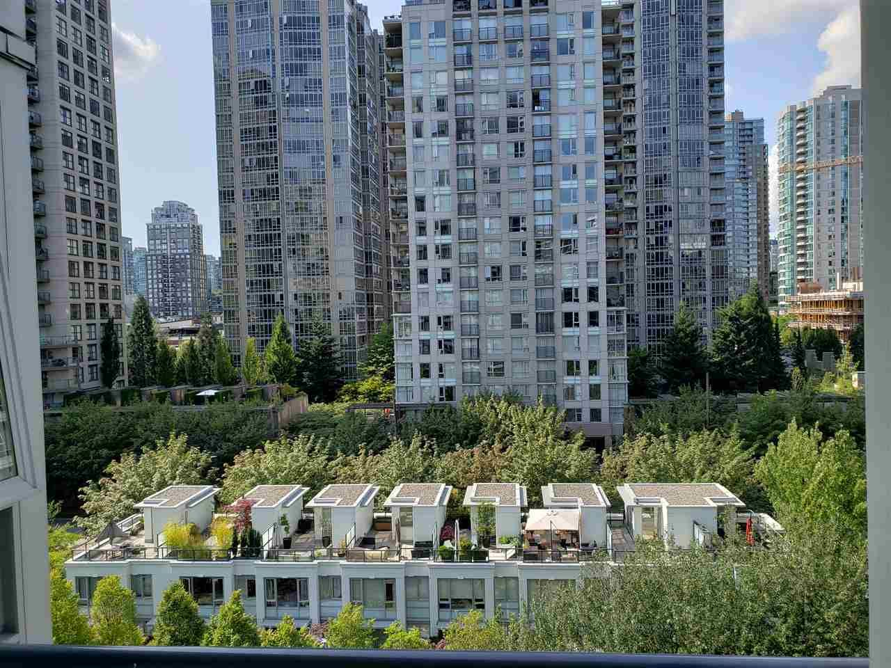 """Photo 8: Photos: 908 939 EXPO Boulevard in Vancouver: Yaletown Condo for sale in """"MAX II"""" (Vancouver West)  : MLS®# R2384214"""