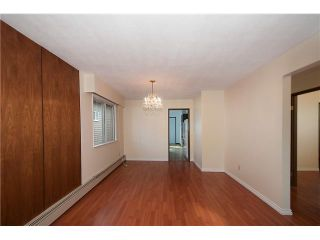 """Photo 3: 446 448 E 44TH Avenue in Vancouver: Fraser VE House for sale in """"Main Street"""" (Vancouver East)  : MLS®# V1088121"""