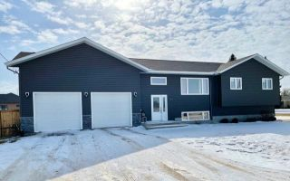 Photo 1: 1047 Stickle Avenue in Carberry: R36 Residential for sale (R36 - Beautiful Plains)  : MLS®# 202104595