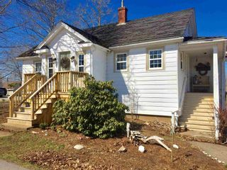 Photo 2: 154 Cottage Street in Berwick: 404-Kings County Residential for sale (Annapolis Valley)  : MLS®# 202107375