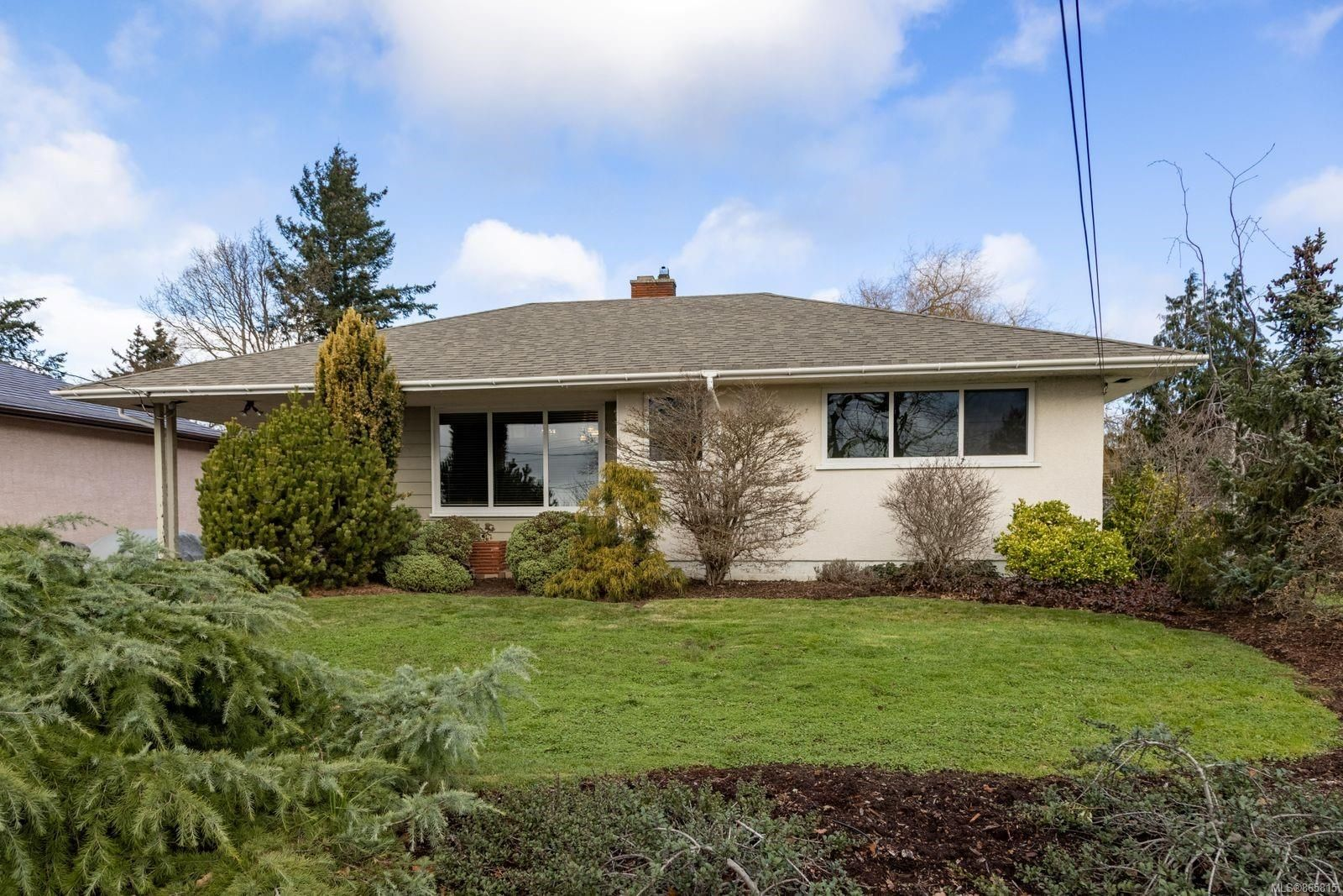 Main Photo: 140 Homer Rd in : SW Tillicum House for sale (Saanich West)  : MLS®# 865815