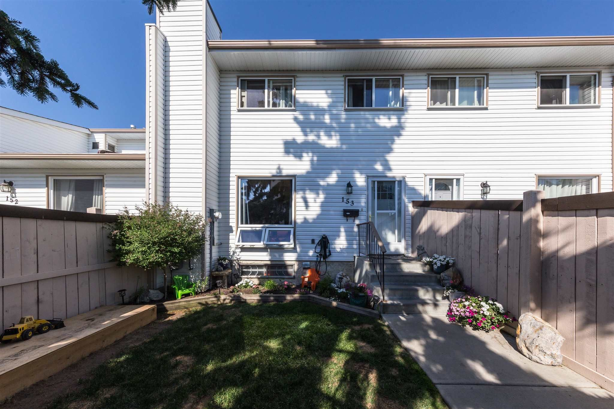 Main Photo: 153 MARLBOROUGH Place in Edmonton: Zone 20 Townhouse for sale : MLS®# E4252834