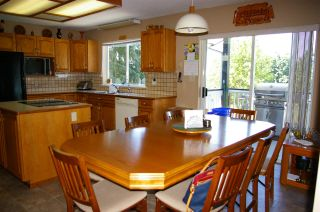 """Photo 6: 7515 185 Street in Surrey: Clayton House for sale in """"CLAYTON"""" (Cloverdale)  : MLS®# R2182989"""