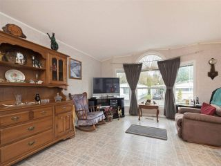 """Photo 1: 81 2270 196 Street in Langley: Brookswood Langley Manufactured Home for sale in """"Pineridge Park"""" : MLS®# R2224829"""