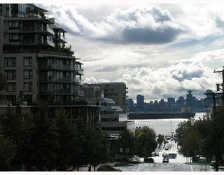 Photo 8: 404 175 West 1st Street in North Vancouver: Lower Lonsdale Condo for sale : MLS®# V790395