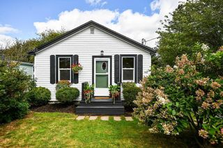 Photo 2: 702 Herring Cove Road in Halifax: 7-Spryfield Residential for sale (Halifax-Dartmouth)  : MLS®# 202124701