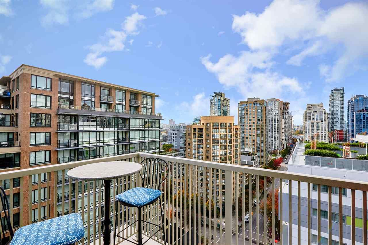 """Main Photo: 1809 1055 RICHARDS Street in Vancouver: Downtown VW Condo for sale in """"DONOVAN"""" (Vancouver West)  : MLS®# R2119391"""