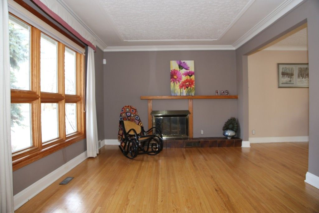 Photo 3: Photos: 125 Lindsay Street in WINNIPEG: River Heights Single Family Detached for sale (South Winnipeg)  : MLS®# 1427795