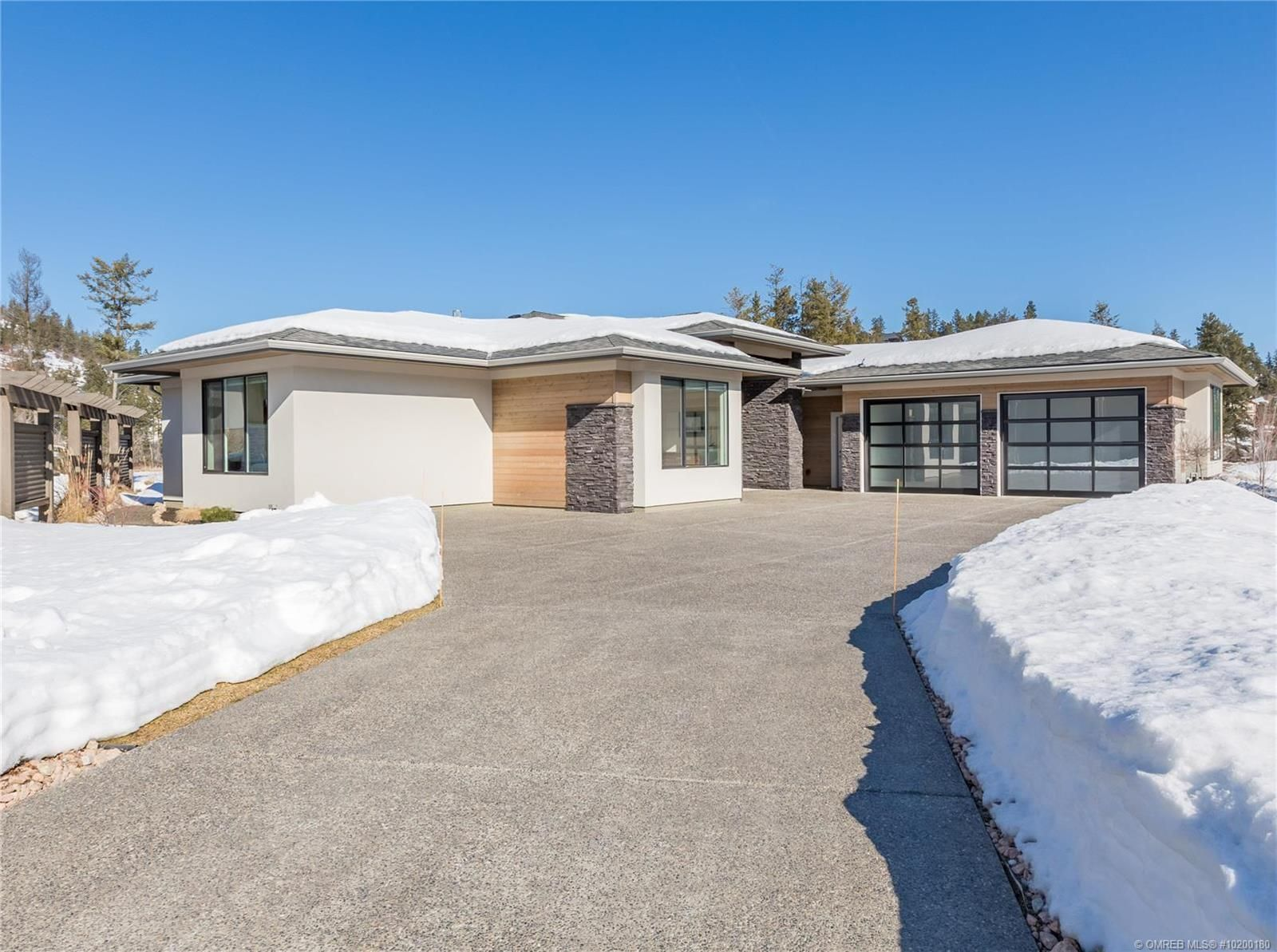 Main Photo: 34 Whitetail Place, in Vernon: House for sale : MLS®# 10200180