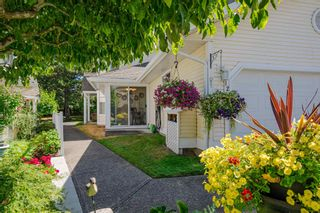 """Photo 5: 12 8737 212 Street in Langley: Walnut Grove Townhouse for sale in """"Chartwell Green"""" : MLS®# R2607047"""