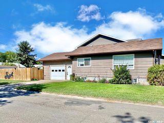 Photo 2: 330 McTavish Street in Outlook: Residential for sale : MLS®# SK870442