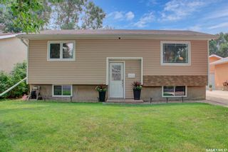 Photo 2: 27 Young Crescent in Regina: Glencairn Residential for sale : MLS®# SK864645