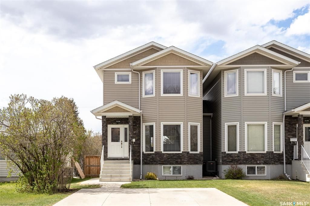 Main Photo: 212A Dunlop Street in Saskatoon: Forest Grove Residential for sale : MLS®# SK859765
