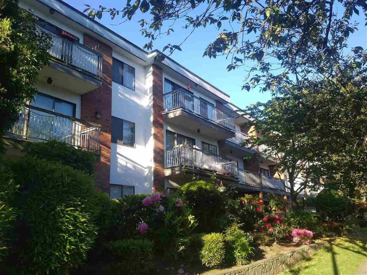 "Main Photo: 309 1950 W 8TH Avenue in Vancouver: Kitsilano Condo for sale in ""MARQUIS MANOR"" (Vancouver West)  : MLS®# R2069129"