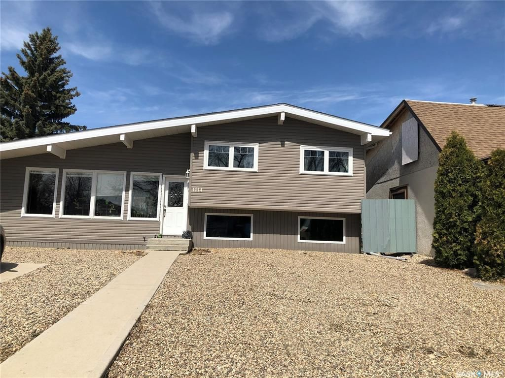 Main Photo: 1014 Ominica Street East in Moose Jaw: Hillcrest MJ Residential for sale : MLS®# SK852288