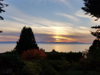 Photo 1: 221 SECOND Street in Gibsons: Gibsons & Area House for sale (Sunshine Coast)  : MLS®# R2259750
