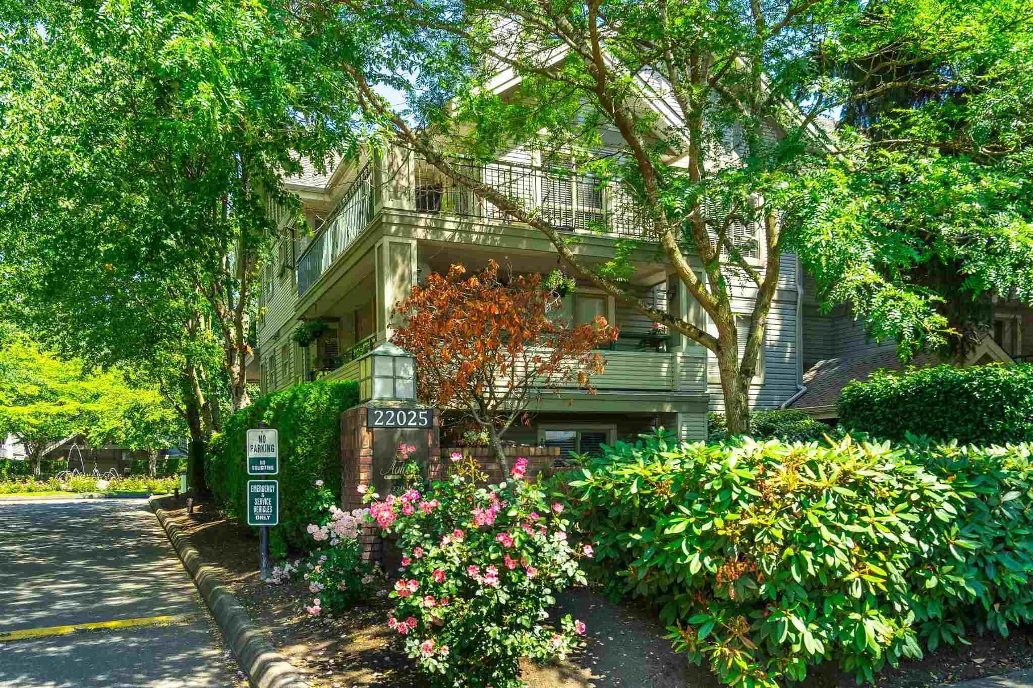 "Main Photo: 101 22025 48 Avenue in Langley: Murrayville Condo for sale in ""Autumn Ridge"" : MLS®# R2597275"