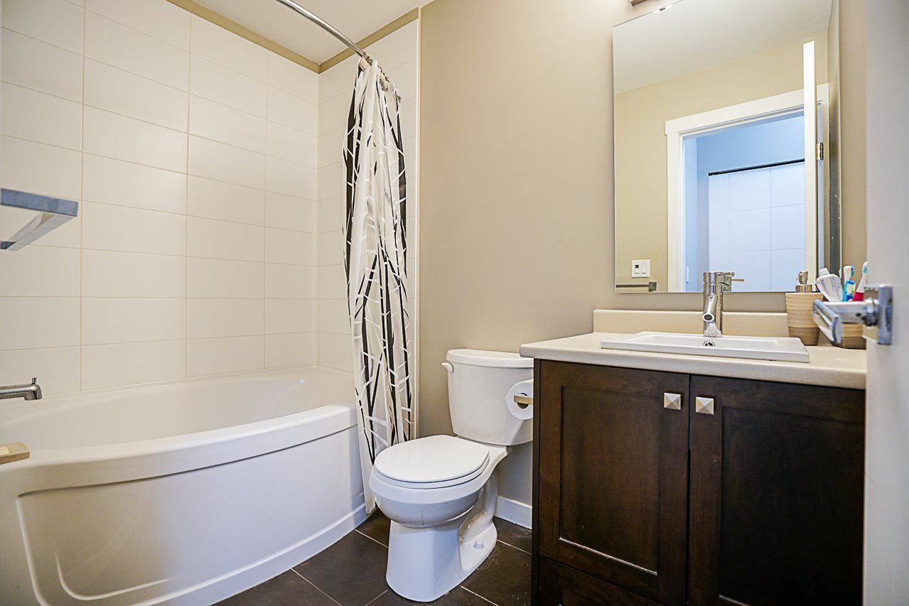 """Photo 9: Photos: 301 2238 WHATCOM Road in Abbotsford: Abbotsford East Condo for sale in """"Waterleaf"""" : MLS®# R2276818"""