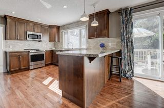 Photo 2: 2956 LATHOM Crescent SW in Calgary: Lakeview Detached for sale : MLS®# C4263838
