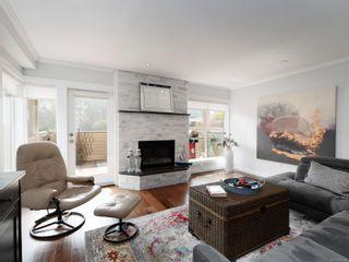 Photo 2: 124 2345 Cedar Hill Cross Rd in : OB Henderson Row/Townhouse for sale (Oak Bay)  : MLS®# 855560