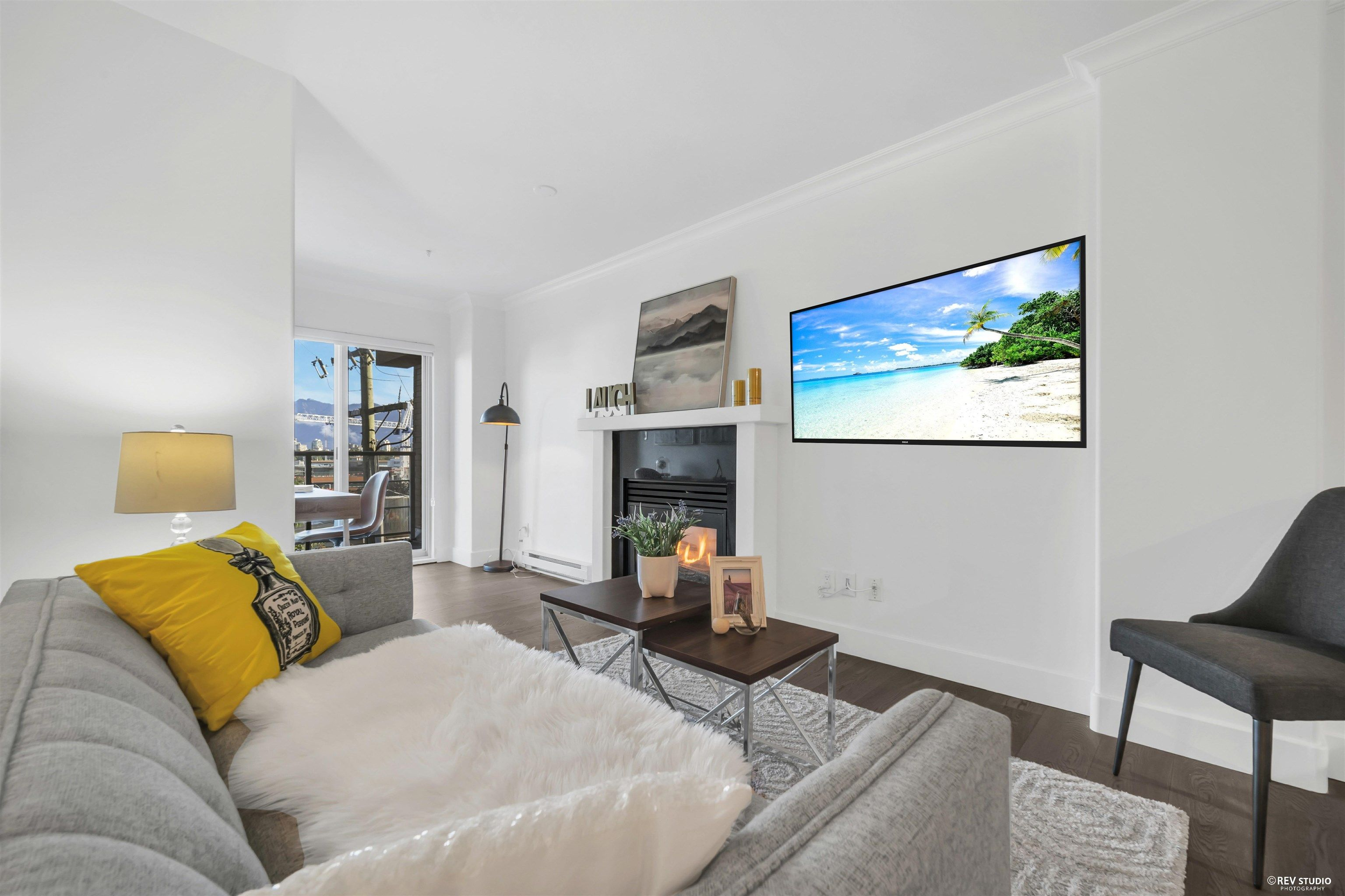 """Main Photo: 401 1818 WEST 6TH Avenue in Vancouver: Kitsilano Condo for sale in """"CARNEGIE"""" (Vancouver West)  : MLS®# R2618856"""