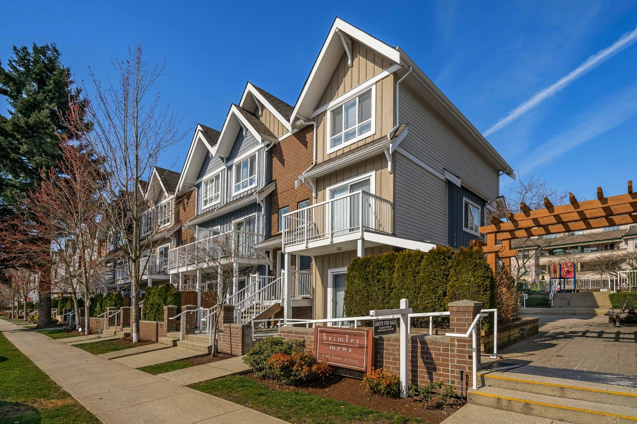 """Main Photo: 506 1661 FRASER Avenue in Port Coquitlam: Glenwood PQ Townhouse for sale in """"Brimley Mews"""" : MLS®# R2446911"""