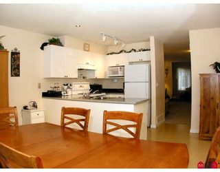 """Photo 2: 37 12711 64TH Avenue in Surrey: West Newton Townhouse for sale in """"PALETTE ON THE PARK"""" : MLS®# F2905934"""