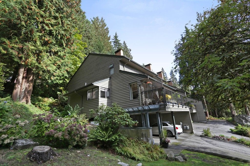 "Main Photo: 822 FREDERICK Road in North Vancouver: Lynn Valley Townhouse for sale in ""Lara Lynn"" : MLS®# R2214486"