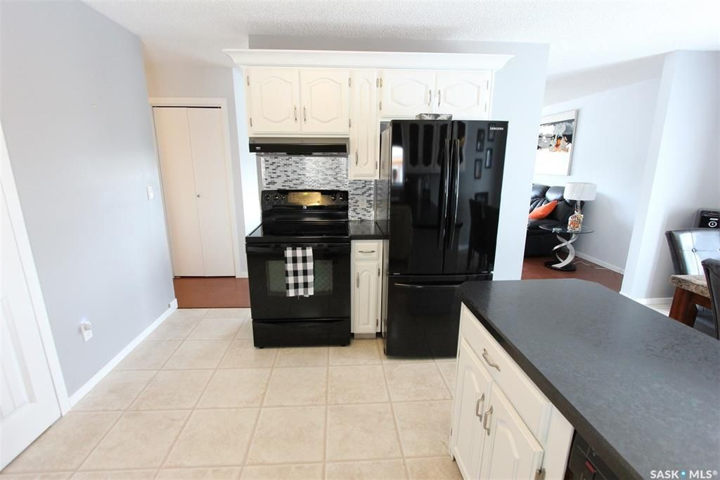 Photo 12: Photos: 233 Lorne Street West in Swift Current: North West Residential for sale : MLS®# SK825782