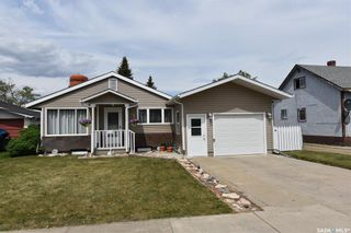 Photo 3: 415 6th Avenue West in Nipawin: Residential for sale : MLS®# SK858472
