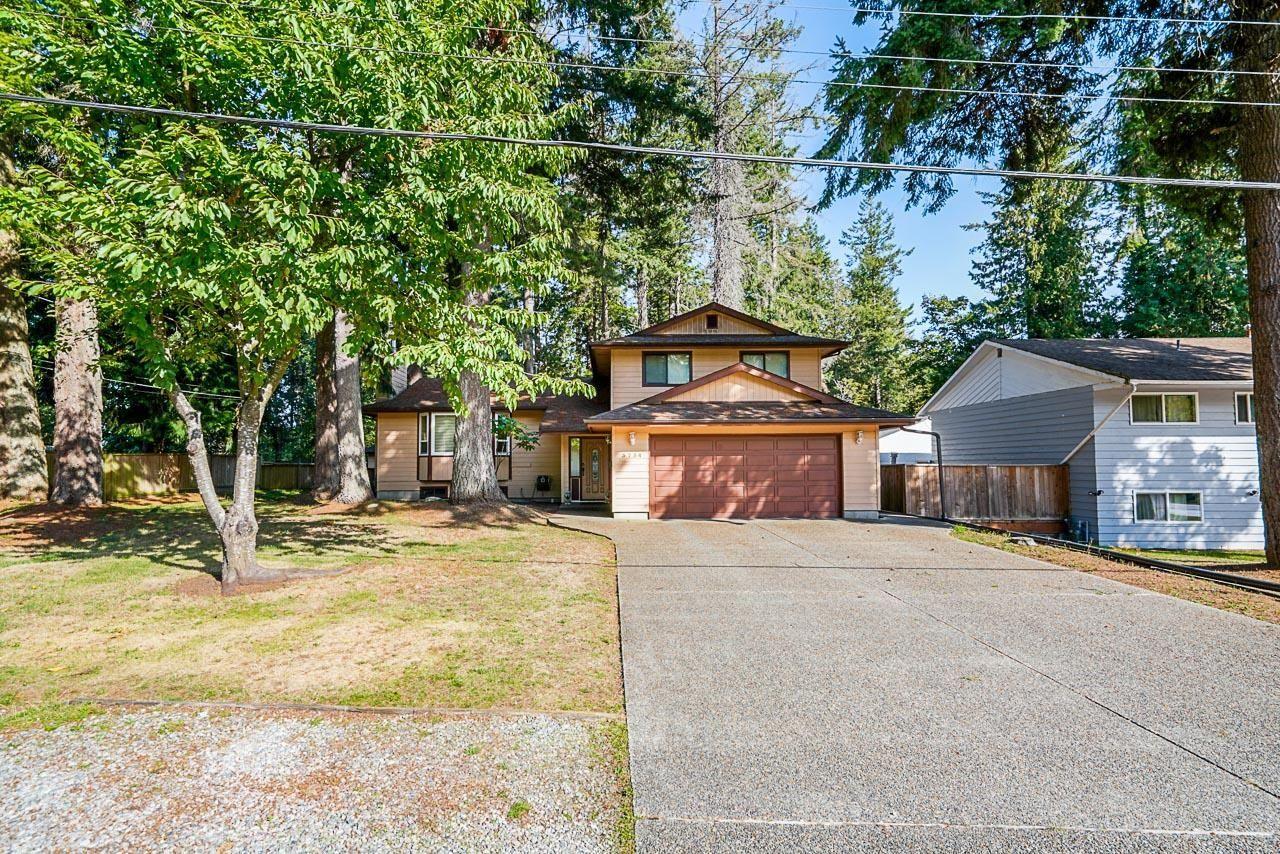 Main Photo: 5754 135 Street in Surrey: Panorama Ridge House for sale : MLS®# R2619570