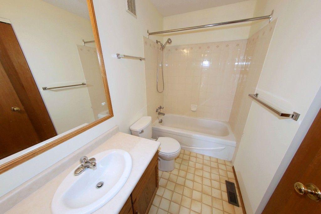 Photo 9: Photos: 225 Roseberry Street in Winnipeg: St. James Single Family Detached for sale (West Winnipeg)  : MLS®# 1611025