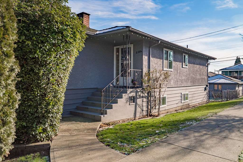 Main Photo: 2504 E 1ST Avenue in Vancouver: Renfrew VE House for sale (Vancouver East)  : MLS®# R2361834